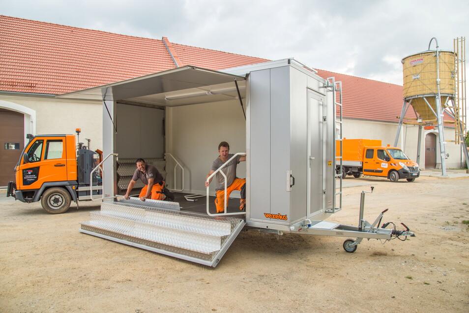 Mitarbeiter der Kois haben im vergangenen Jahr einen Eventwagen für die Gemeinde Kodersdorf gebaut.