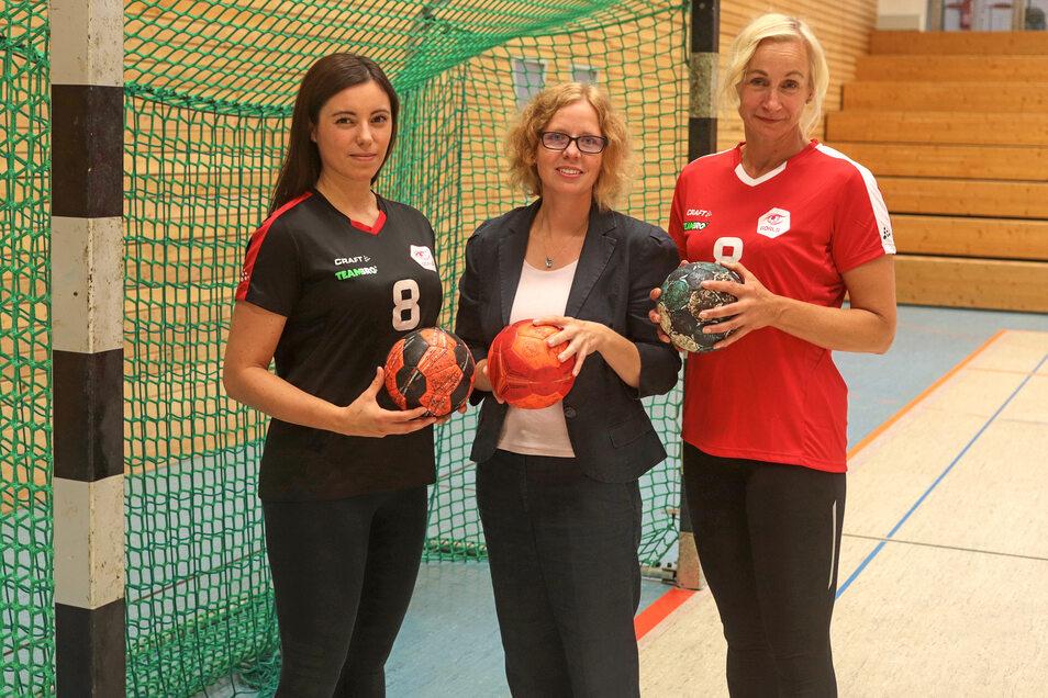 Magdalena Rejfur, Elisabeth Puschmann und Yvonne Kurtycz (von links) drehen beim neuen Görlitzer Frauenhandball-Verein an wichtigen Stellschrauben.