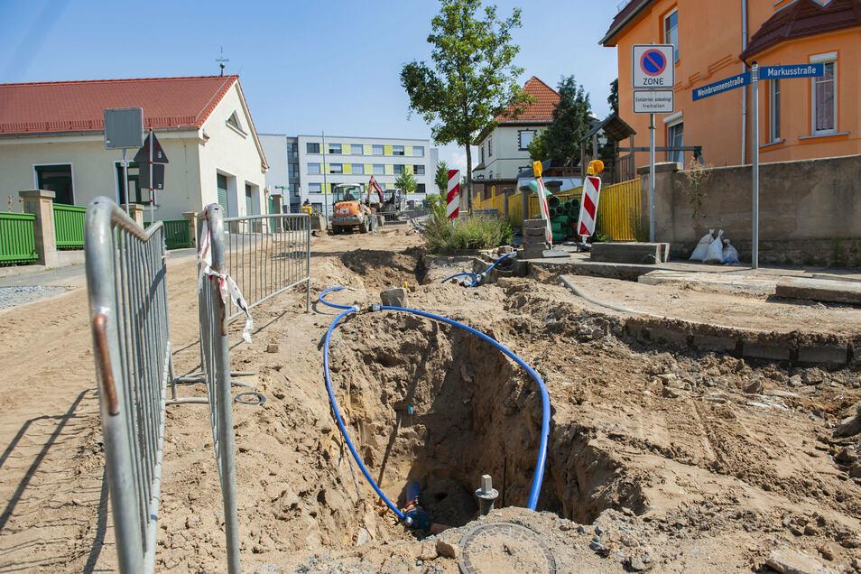 Trotz sengender Hitze: Die Kanalarbeiten im Bereich Markus-/Weinbrunnenstraße liegen im Zeitplan.