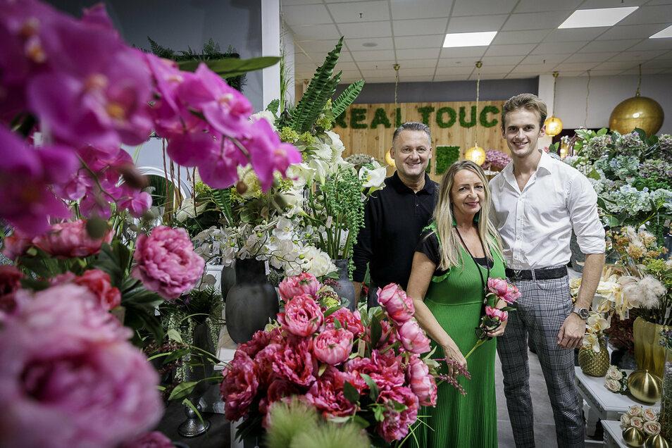 Gregor und Tamara Kowalski und ihr Sohn Samule zur Eröffnung ihres neuen Geschäftes in der Straßburgpassage.