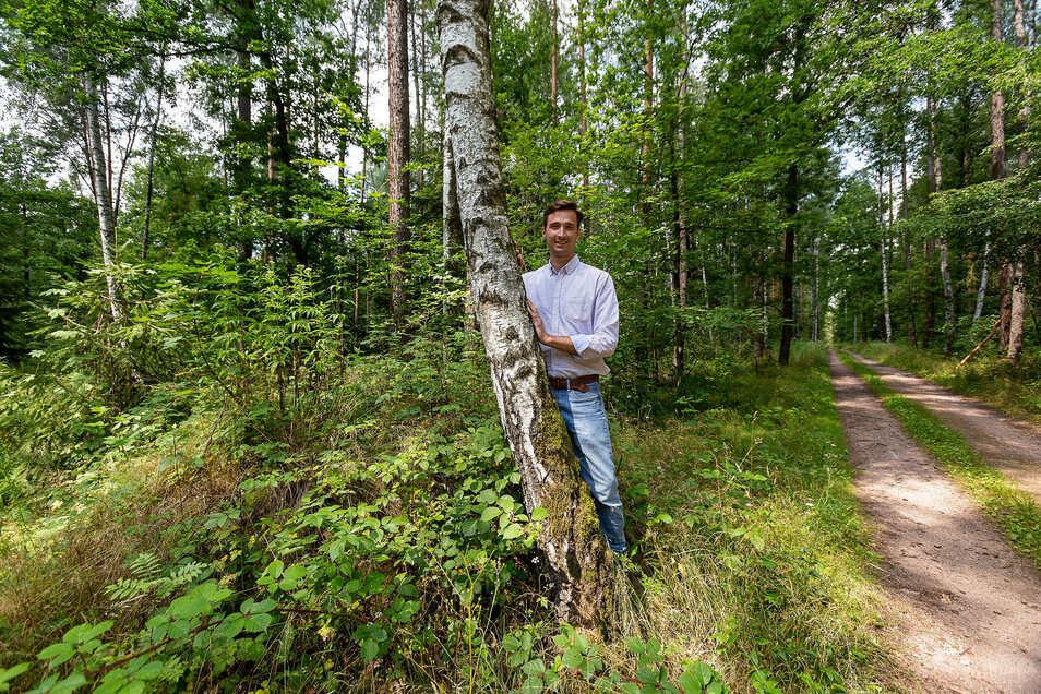Johannes von Hertell stellt sein Projekt Bestattungswald Hirschbach vor.