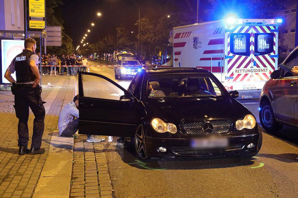 Der Mercedes, mit dem am Samstagabend ein sechsjähriger Junge tödlich verletzt wurde, am Abend nach dem Unfall.