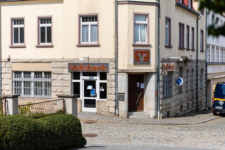 Für die Volksbank in Großröhrsdorf gab es am Freitag eine Bombendrohung.