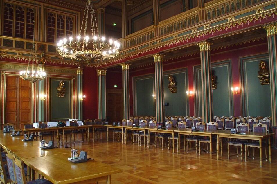 Blick in den Ratssaal. Geht's nach den Linken, werden die Sitzungen bald live im Internet zu sehen sein.