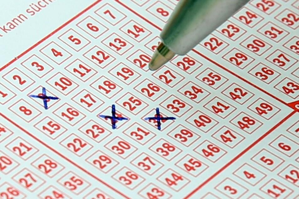 Zweimal in der Woche finden hierzulande die Ziehungen der beliebtesten Lotterie 6 aus 49 statt, die schon zahlreiche Multimillionäre hervorgebracht hat.