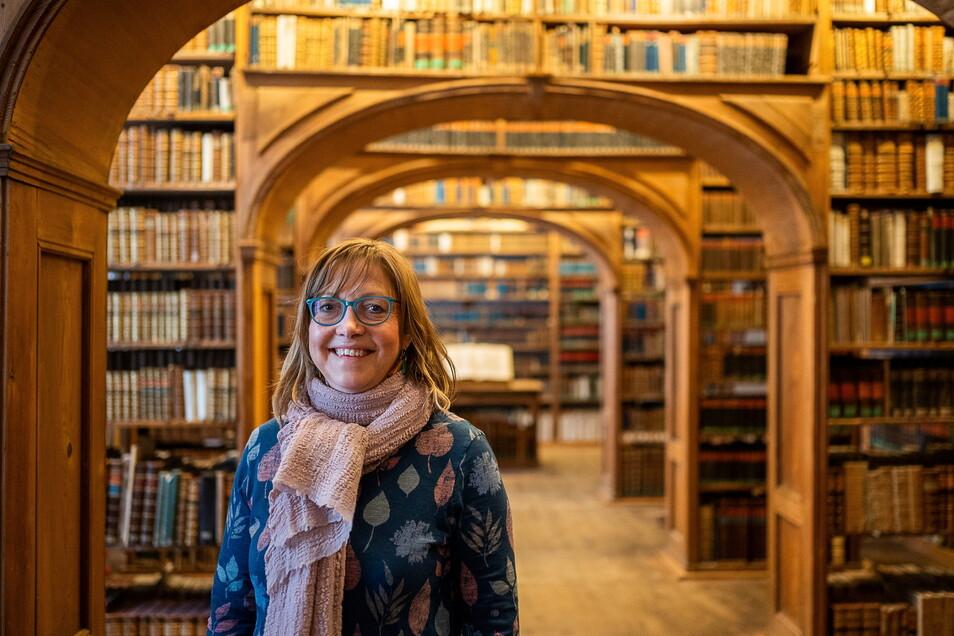 Karin Stichel im historischen Büchersaal im Kulturhistorischen Museums Barockhaus.