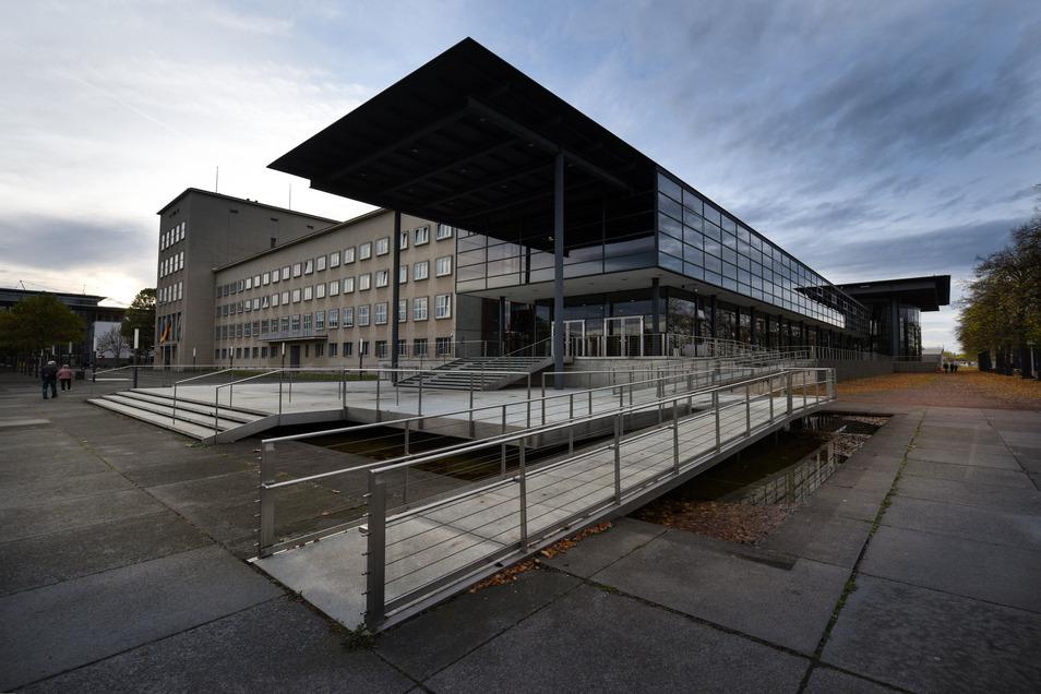Das Landtagsgebäudes am Dresdner Elbufer soll umfangreich saniert werden.