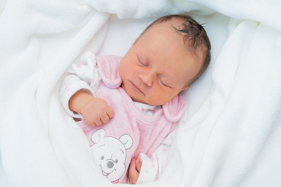 Lea-Casey Michna, geboren am 25. Oktober, Geburtsort: Universitätsklinikum Dresden, Gewicht: 2.730 Gramm, Größe: 47 Zentimeter, Eltern: Susann und Marcel Michna, Wohnort: Dresden