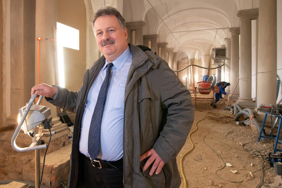 SIB-Chef Ulf Nickol freut sich, dass der Ausbau der Bogengalerie L für die Zwinger-Ausstellung sichtbar voran gekommen ist.