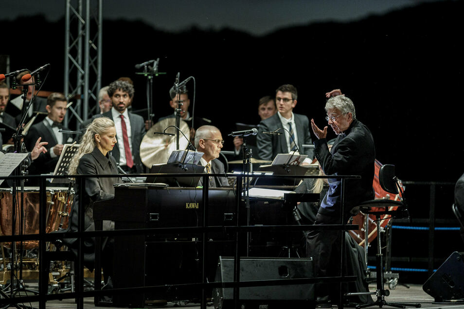 Geleitet wurde das Konzert von Joshard Daus (rechts).