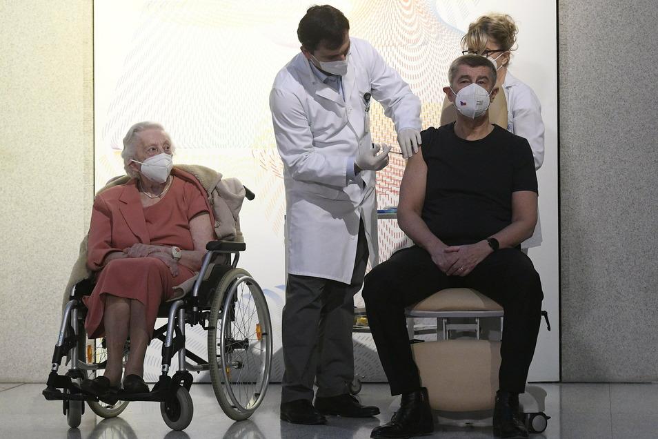 Andrej Babiš lies sich schon am 27. Dezember impfen.