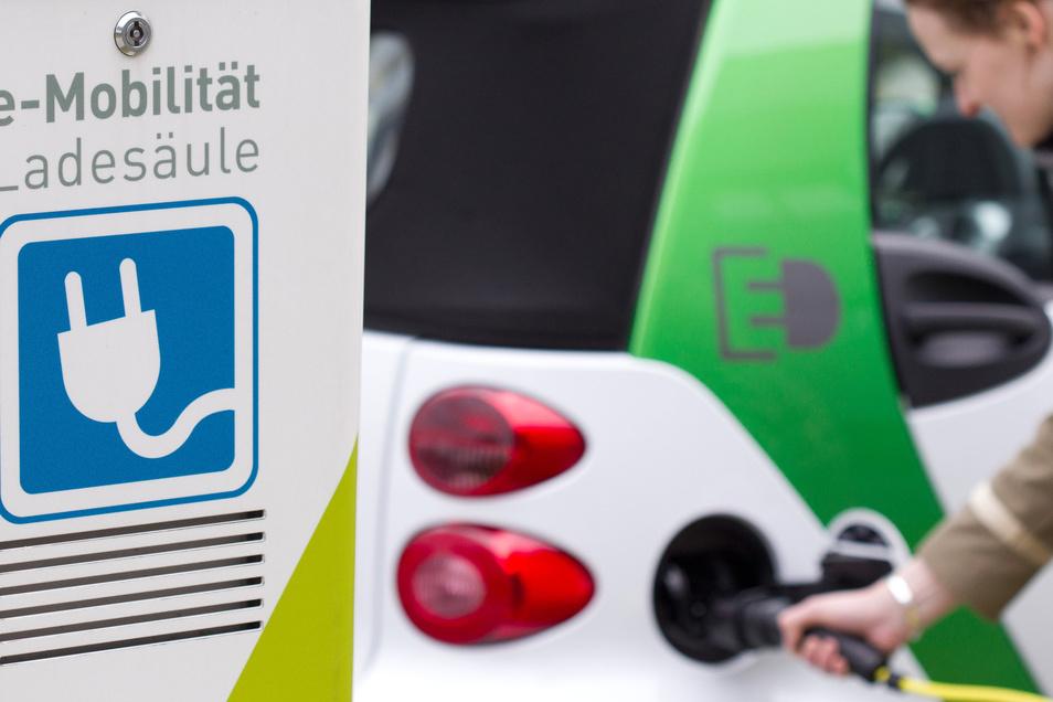 An der Ladestation hängt alles. Das 120-seitige E-Mobilitätskonzept des Landkreises Bautzen setzt vor allem hier an.