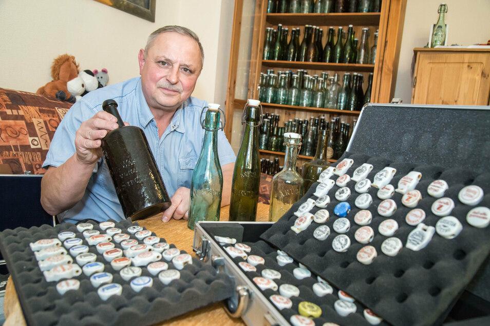 Joachim Mischok sammelt historische Bierflaschen von Brauereien, die längst nicht mehr existieren. So hat er ein Stück Heimatgeschichte zusammengetragen.