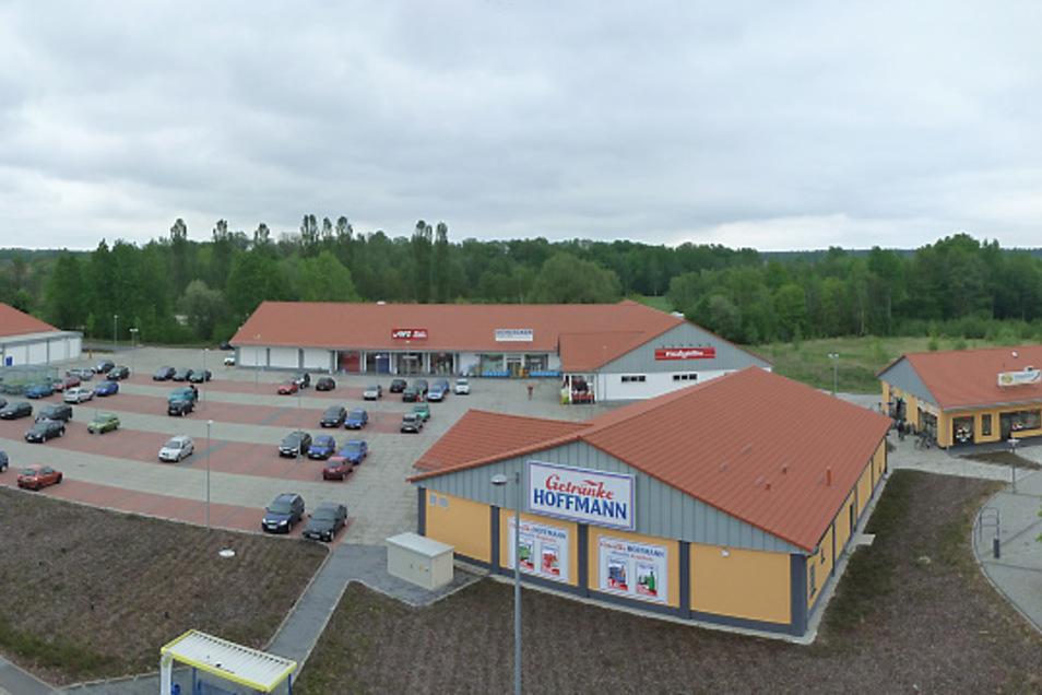 Das neue Bernsdorfer Stadtzentrum mit mehreren Fachmärkten ist anstelle der Wanne II des ehemaligen Glaswerkes errichtet worden. Den Weg dafür hat die Bernsdorfer Wohnungsbaugesellschaft geebnet, unter deren Regie Abriss und Altlastensanierung erfolgten