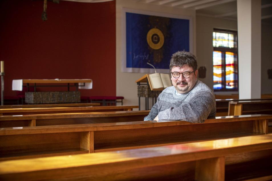 Markus Scholz ist seit dem Frühjahr katholischer Pfarrer in Riesa. Er leitet die Pfarrei St. Barbara, die von Wermsdorf bis Großenhain reicht. Sein Vorgänger Ulrich Dombrowsky war nach Dresden gewechselt.