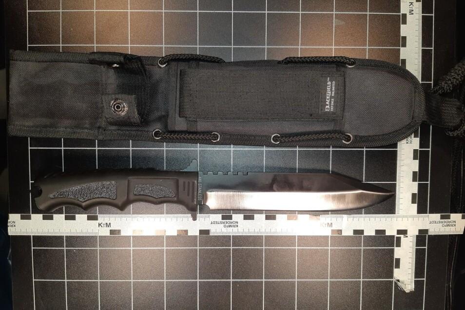 Dieses Messer haben Bundespolizisten bei dem Mann gefunden.