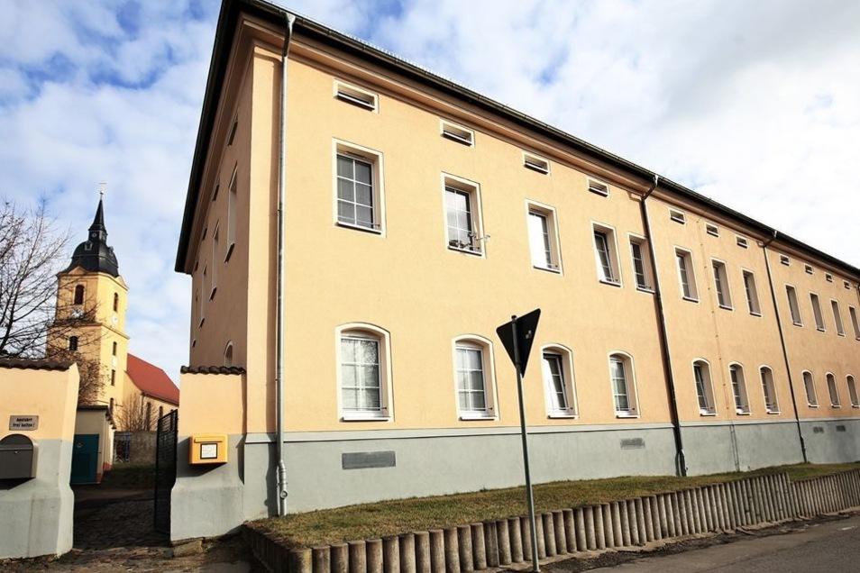 Eine Unterkunft für Asylbewerber in der Nickritzer Straße in Riesa: Das Haus war 2013 für die Unterbringung von 50Menschen umgebaut worden.