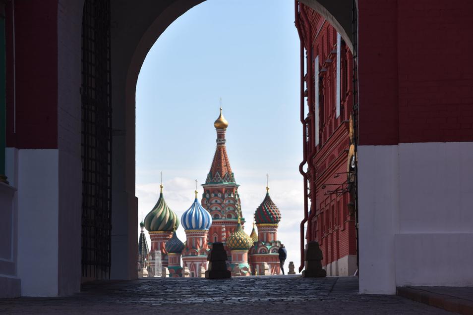 Der Rote Platz in Moskau ist fast menschenleer.