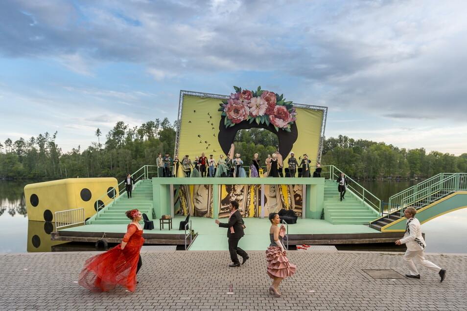 """Für die Aufführungen der Operette """"Die Csárdásfürstin"""" auf der Seebühne Kriebstein sind wieder Tickets erhältlich."""
