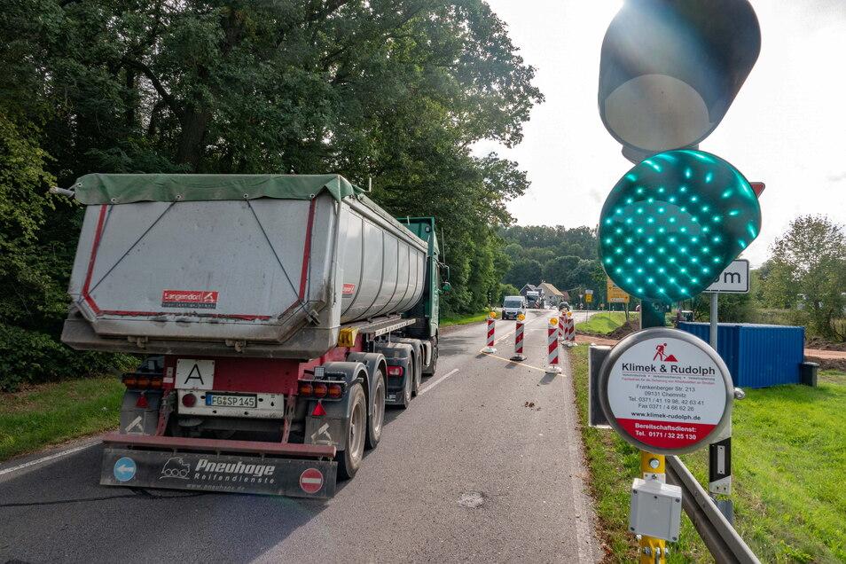 Auf der Grimmaer Straße kurz vor der Anbindung auf die Umgehungsstraße kommt es aus Richtung Polditz/Zschopach auch nächste Woche noch zu Behinderungen.