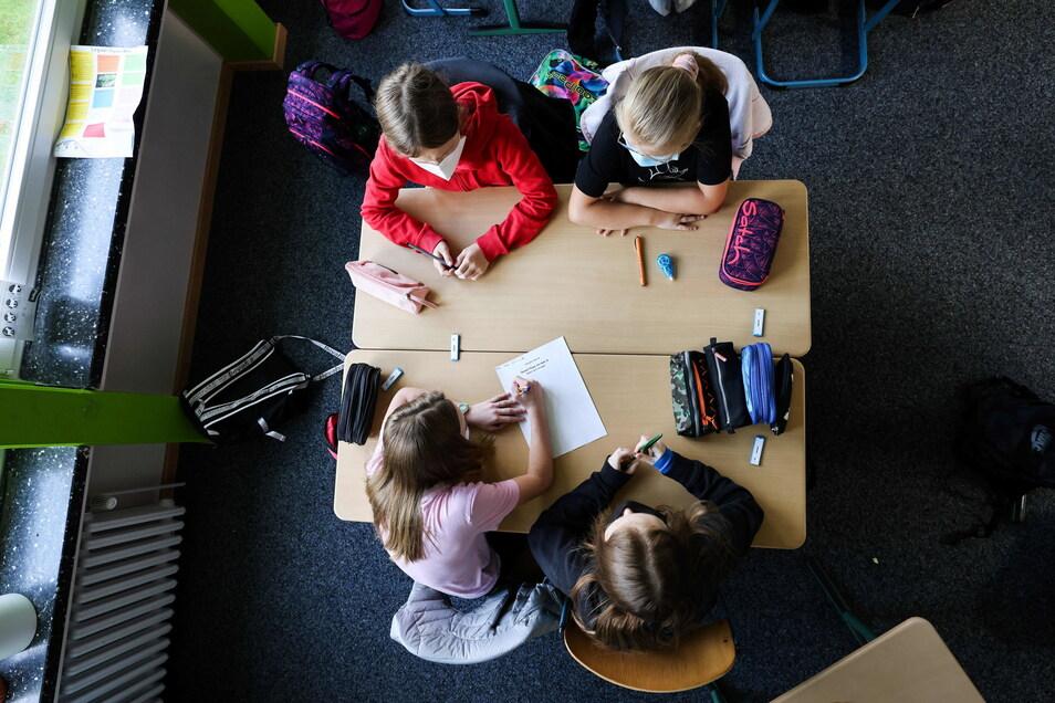 Das Coronavirus breitet sich wieder stärker an Dresdens Schulen aus.