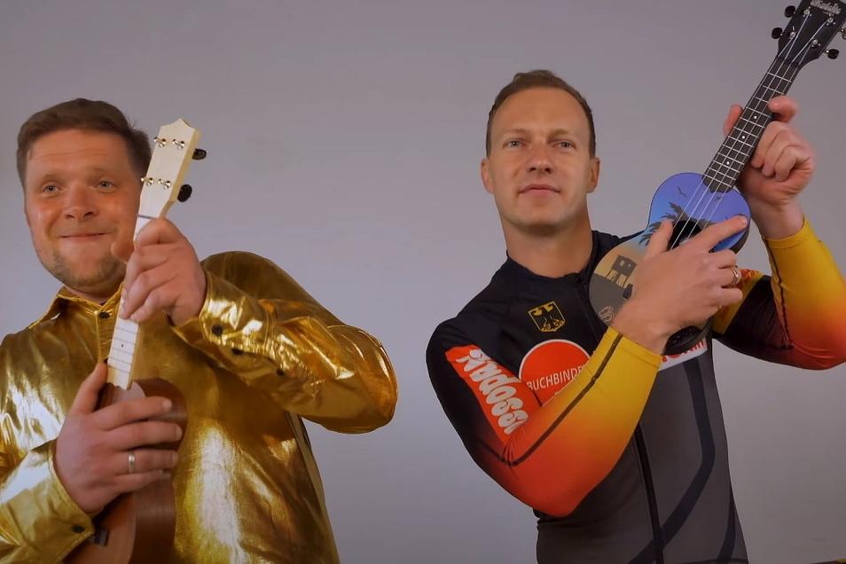 Zwei Goldjungs: Bob-Weltmeister Francesco Friedrich mit Mini-Show-Ukulele bei seiner Premiere in der Musikszene und Thomas Mathe, von dem Musik und Text zum Lied stammen, das er auch singt.