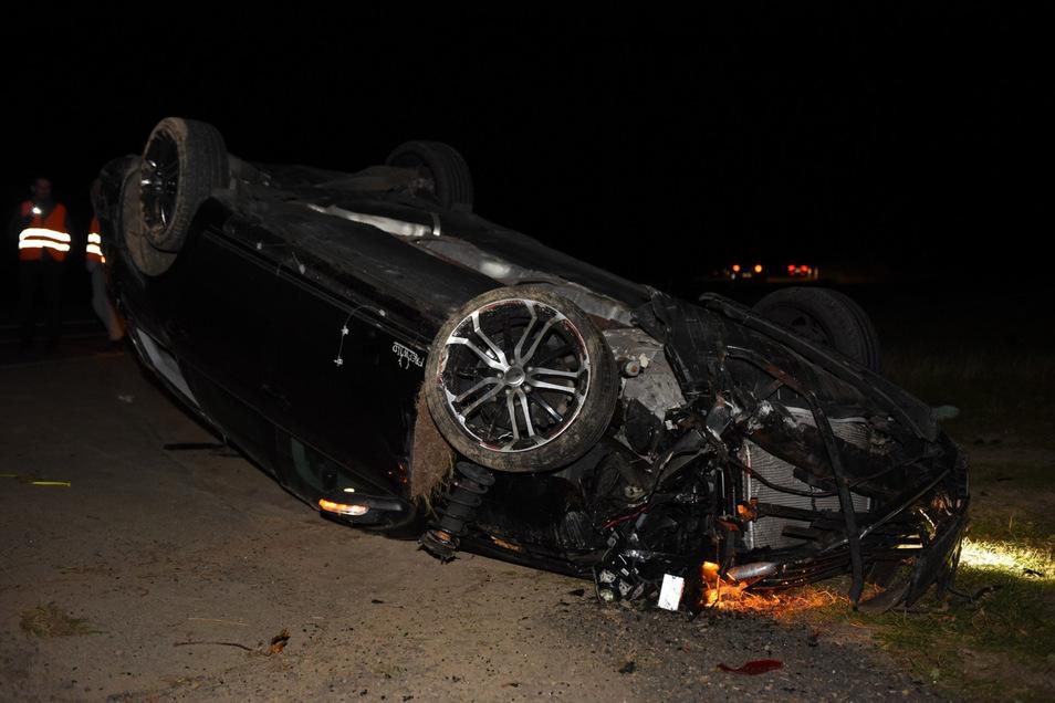 Der Fahrer konnte sich aus dem VW Passat selbstständig befreien.