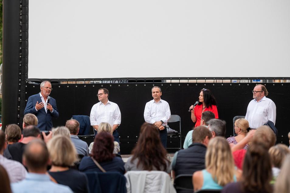 Henrik Greisner, Alexander Kratzsch, Octavian Ursu, Moderatorin Peggy Wolter und Stefan Arndt sprachen beim Fliegenden Sommerkino über die Film-Zukunft von Görlitz.