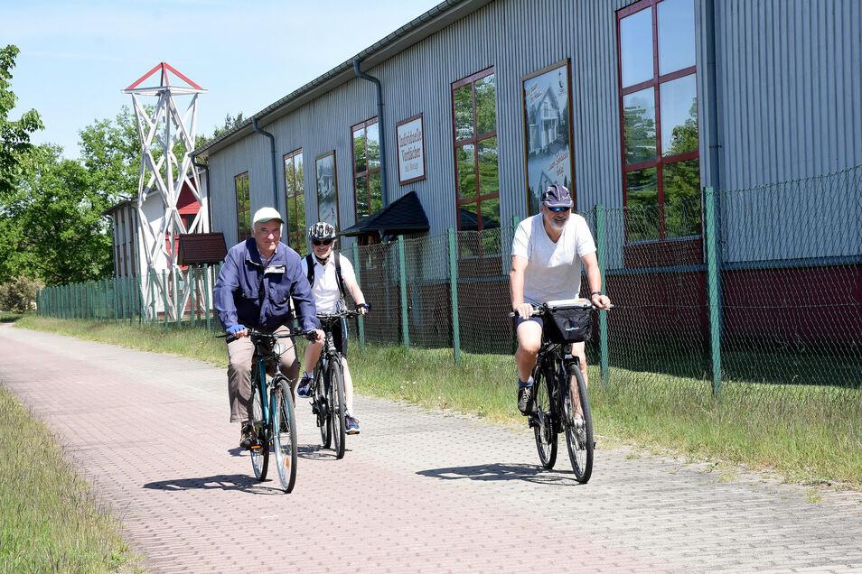 Diese drei wackeren Pedalritter starteten im Vorjahr in Weißwasser zur Sternradfahrt und passierten auf ihrer Tour auch Rothenburg. Jedes Jahr nehmen mehrere Tausend Radler an der Veranstaltung teil.