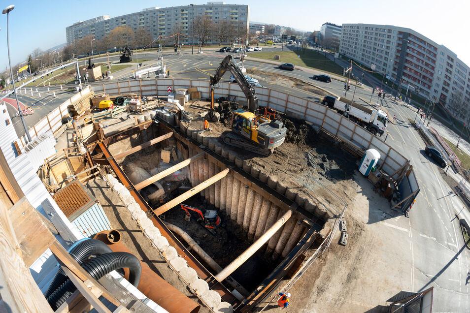 Kanalbau Rathenauplatz Stadtentwässerung, Baustelleneinrichtung Rathenauplatz, hinter Carolabrücke, Foto: Rene Meinig