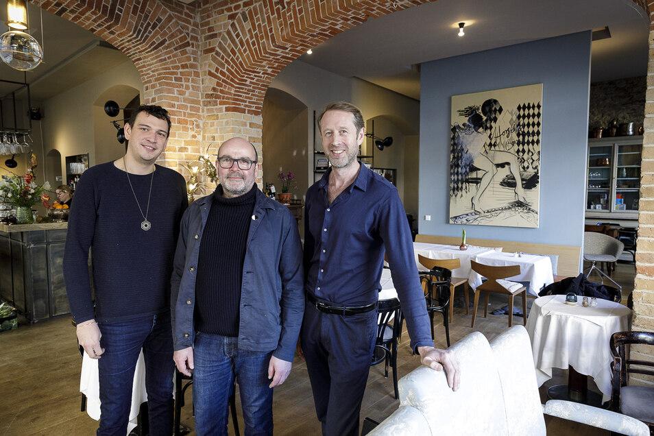 """Der Architekt Christian Weise (Mitte), der Restaurantmanager Bas Dankers (r.) und der Koch Michiel Maessen (l.) aus Amsterdam eröffnen am Mittwoch das Restaurant """"Horschel"""" im Hotel Emmerich am Görlitzer Untermarkt."""