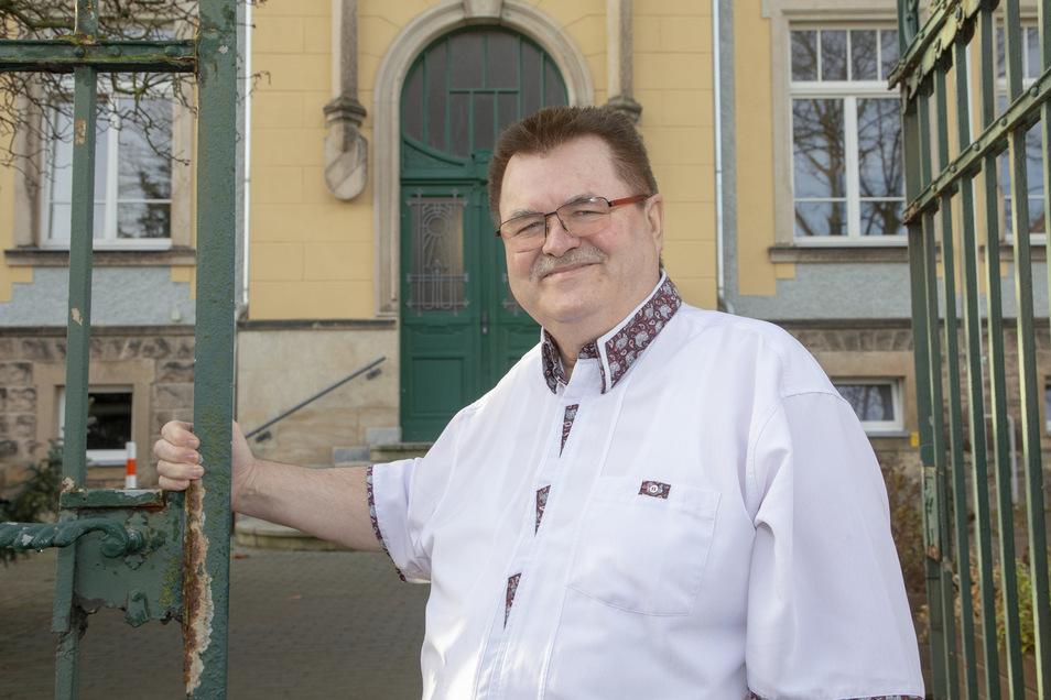 Weil Verträge auslaufen, muss der Bannewitzer Bürgermeister Christoph Fröse neue Fahrzeuge für die Mitarbeiter anschaffen.