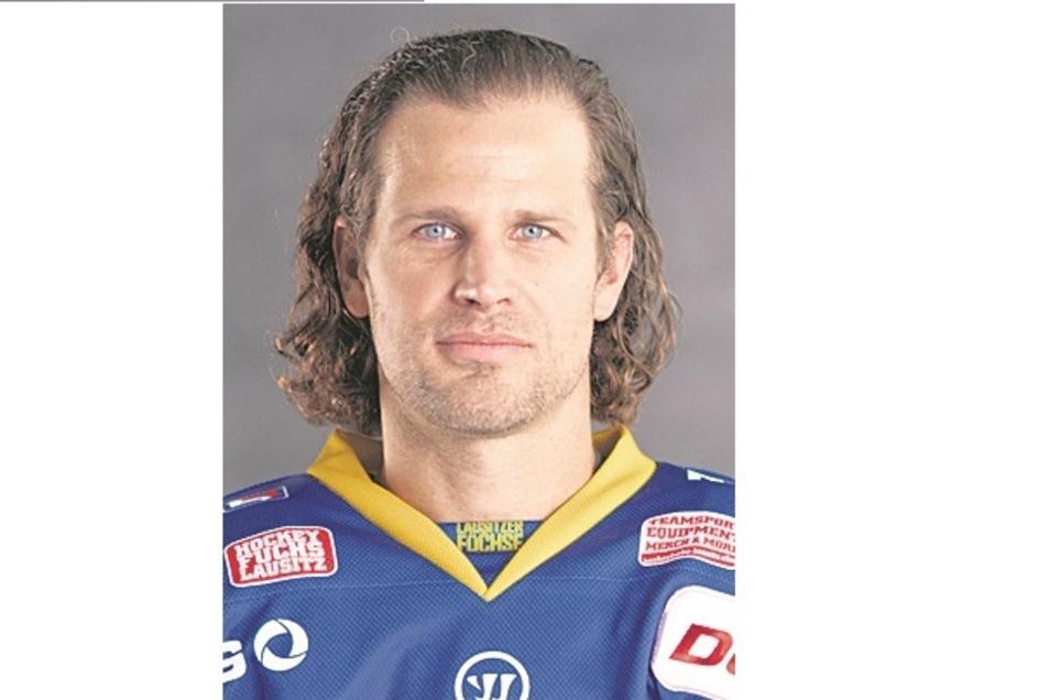 Rylan Schwartz:Nr. 13, Sturm, geb. 8.1.90 in Wildcox (Can), 1,78 m/87 kg, Profispiele: 406/97 Tore/137 Assists, Füchse seit 2020, Vereine: Worcester, Nürnberg, Bremerhaven u.a.