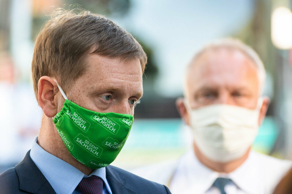 In Sachsen gibt es Überlegungen, die Maskenpflicht teilweise zu lockern. Aber in Zügen, Bahnen und Bussen soll sie unverändert bleiben.