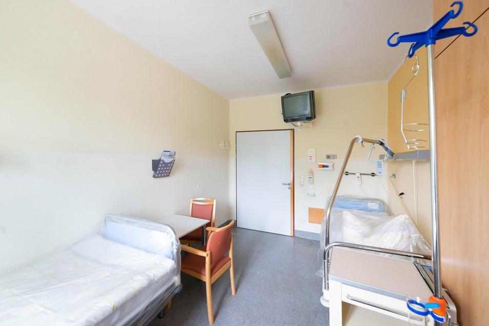 Zwei Betten, wo eigentlich nur Platz für eins ist: Die Patientzimmer müssten umgestaltet werden. Das heißt aber auch, dass weniger Patienten gleichzeitig versorgt werden könnten.