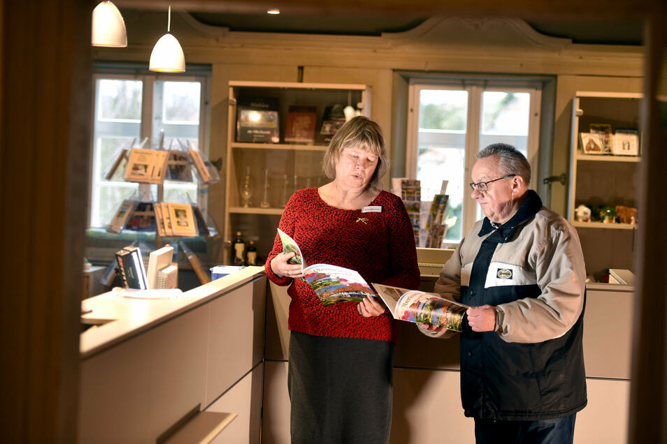 Mitarbeiterin Hannelore Tschirner kann die Besucher nun in der neu eingerichteten Touristinformation begrüßen.
