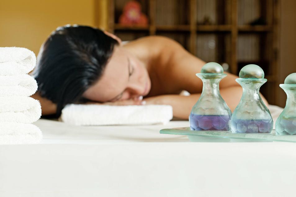 Mehr als Wellness - mit einer Aromatherapie können auch manche körperlichen Beschwerden gelindert werden.