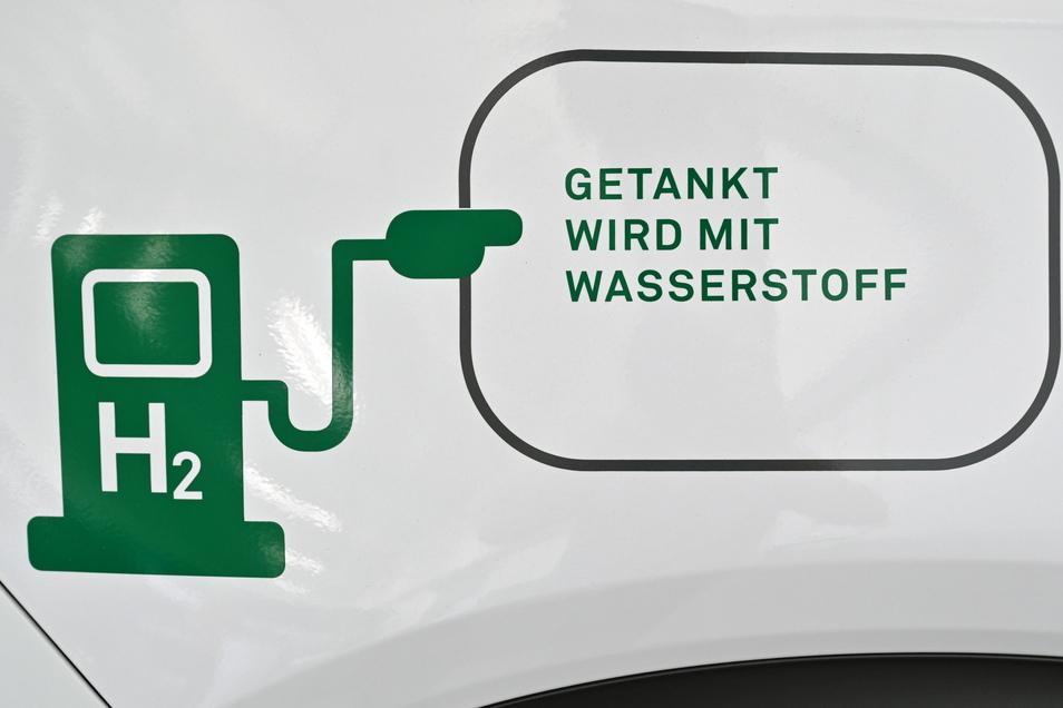 Bei zukünftigen Autos will das Verkehrsministerium nicht nur auf batteriebetriebene Autos, sondern auch auf Wasserstoffantrieb setzen.
