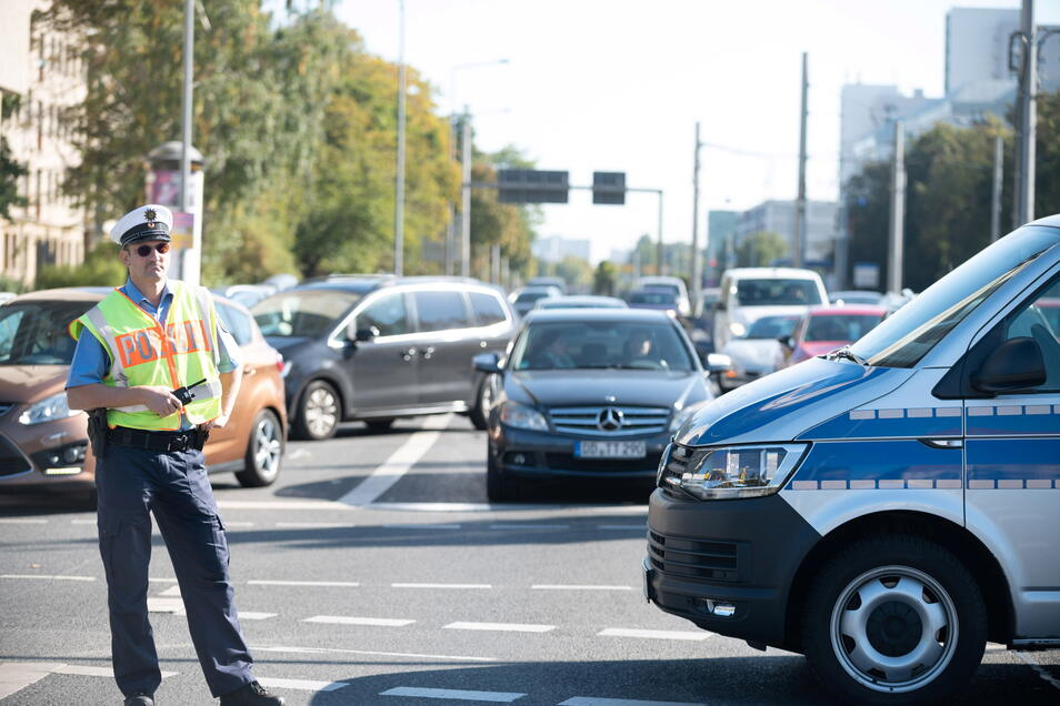 Die Polizei musste zeitweilig den Verkehr in der Innenstadt regeln.