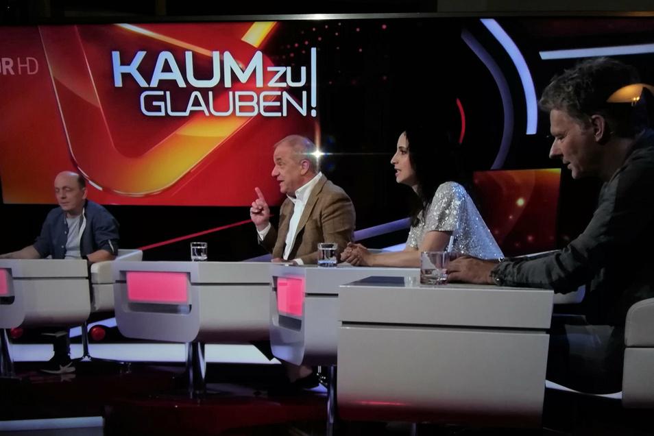 Das Rateteam mit Bernhard Hoecker, Hubertus Meyer-Burkhardt, Stephanie Stumph und Jörg Pilawa (von links)