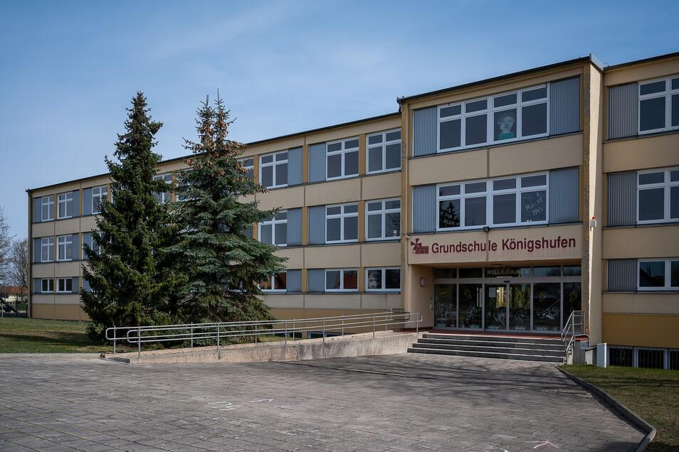 Der Schulkomplex aus Grundschule und Förderschulzentrum in Königshufen soll bis 2025 saniert werden.