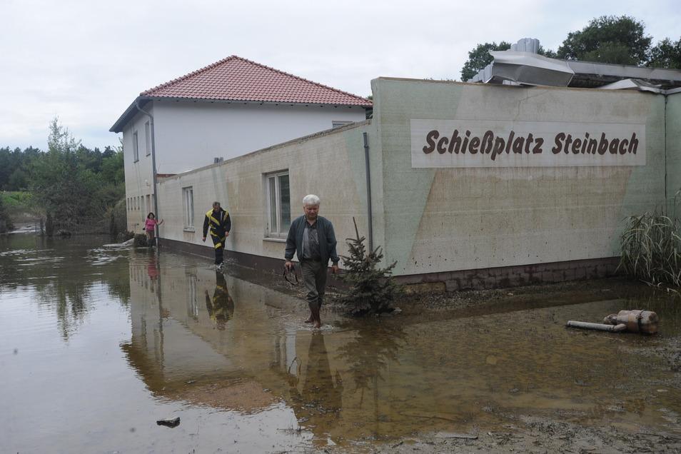 Das August-Hochwasser 2010 sorgte auch auf dem Schießplatz Steinbach für erheblichen Schaden. Das komplette Vereinshaus wurde unterspült.