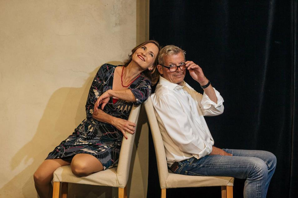 """Josephine Hoppe und Carsten Linke in der Komödie """"Auf dünnem Eis"""" in Hoppes Hoftheater Dresden. Premiere am 22. Oktober 2020."""