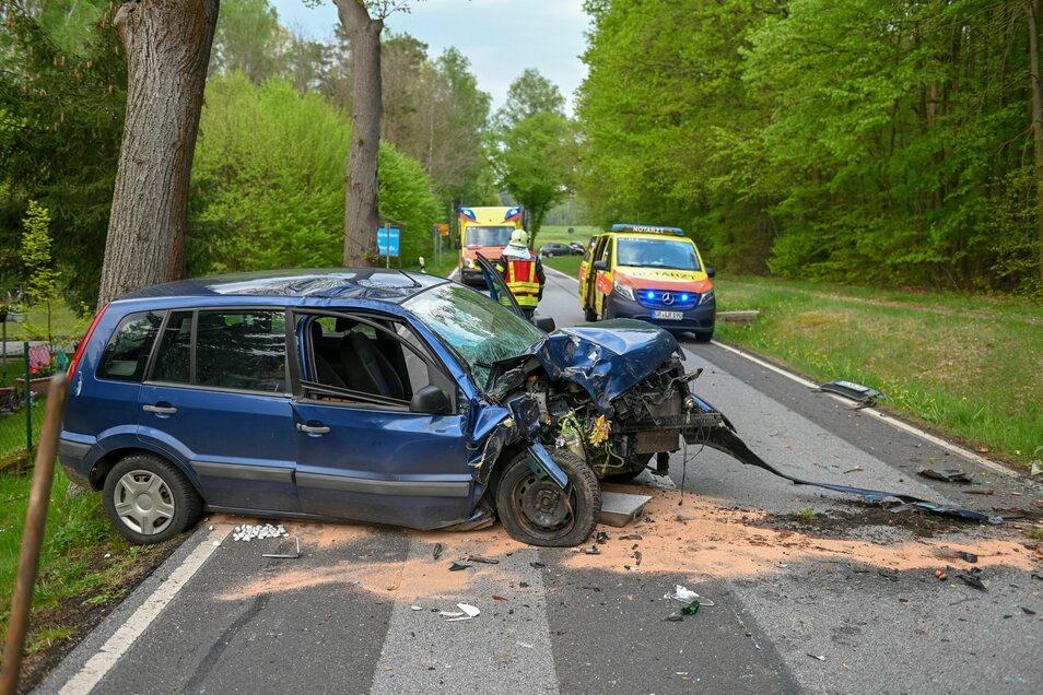 Ein Autofahrer ist am Freitagabend bei einem Unfall in Kleinsaubernitz verletzt worden.
