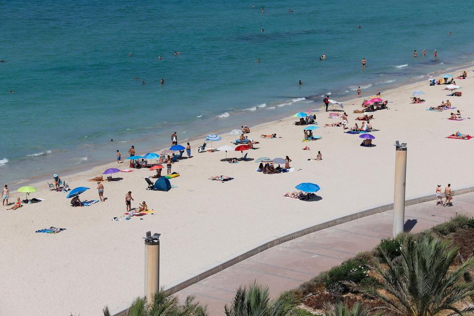 Der Strand von El Arenal wird auch dieser Tage von deutschen Urlaubern aufgesucht - Corona zum Trotz.