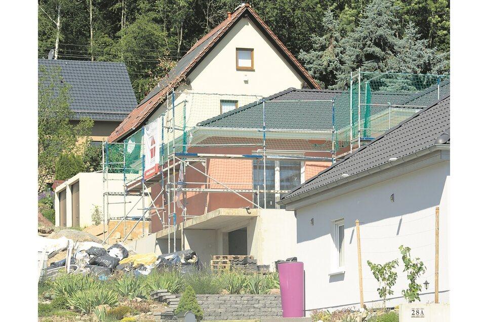 Erweitern: Wer bauen will, findet nur schwer passende Grundstücke – egal ob private Bauherren oder Gewerbetreibende.