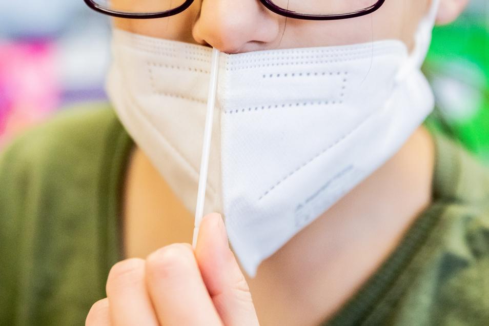 Der sächsische Lehrerverband sagt, die Maskenpflicht könne nur fallen, wenn die Testpflicht fortgesetzt werde.