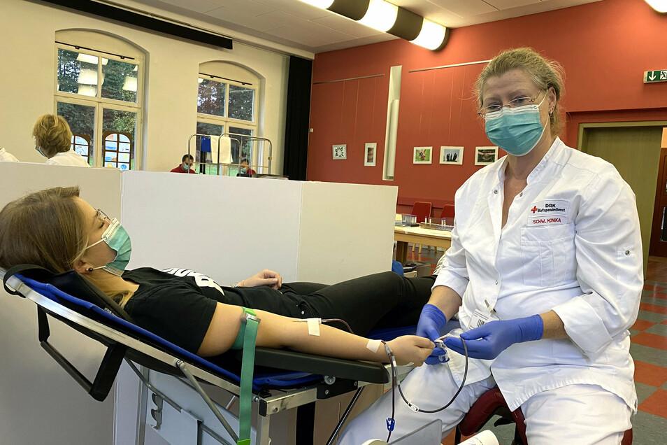 Marlen Wabnitz hat schon mehrmals gespendet und wird von Schwester Monika versorgt.