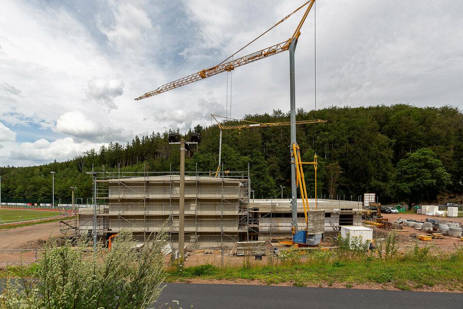 Es geht voran auf der Baustelle für die neue Turnhalle in Schmiedeberg.