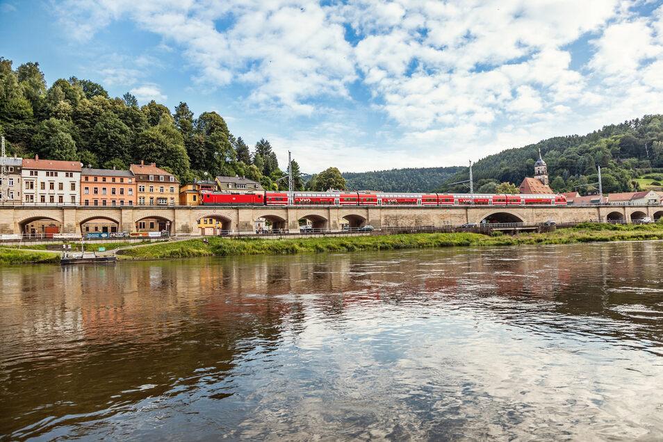 Ohne Umsteigen von Riesa, Glaubitz oder Meißen aus direkt bis in die Sächsische Schweiz - das geht am Pfingstwochenende. Im Bild eine S-Bahn der Linie S 1 vor Königstein.